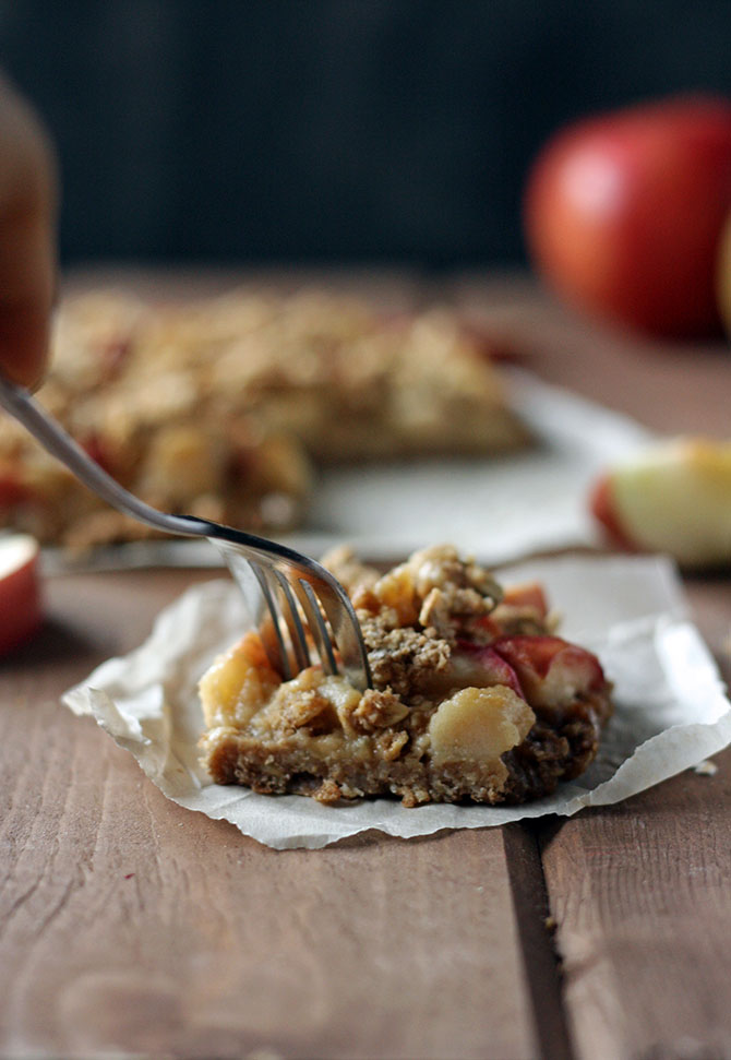 Salted-Caramel-Apple-Crumble-Bars-with-caramel-made-from-applesauce ...